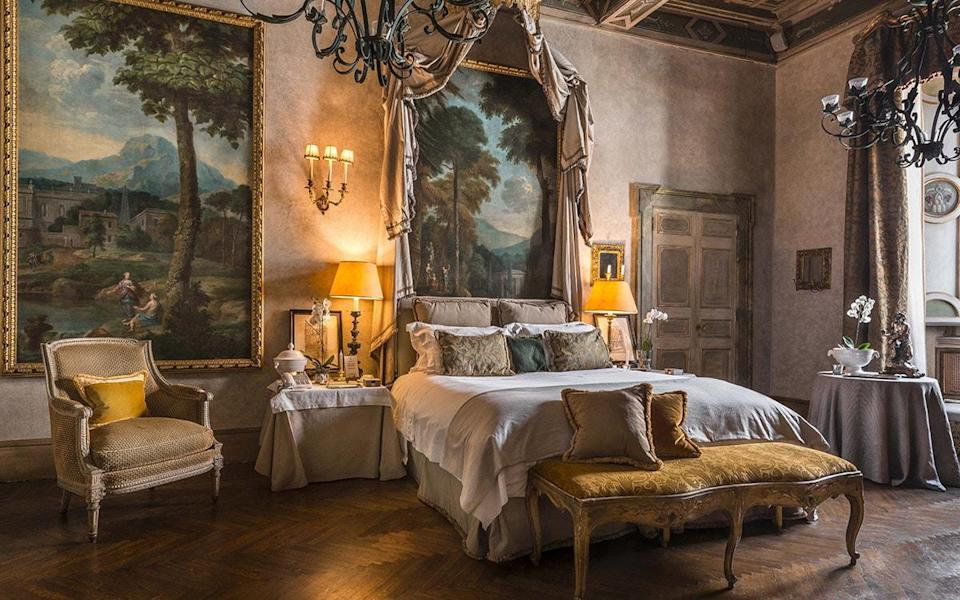 Some hotels model themselves on stately homes or aristocratic townhouses; Residenza Napoleone III – named for the emperor who once stayed here – is the real thing - Albero Mantegna