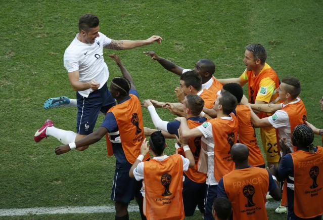 France's Olivier Giroud celebrates with his teammates after scoring a goal during their 2014 World Cup Group E soccer match against Switzerland at the Fonte Nova arena in Salvador June 20, 2014. REUTERS/Fabrizio Bensch (BRAZIL - Tags: SOCCER SPORT WORLD CUP TPX IMAGES OF THE DAY)