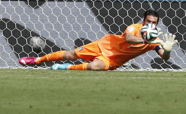 Italy's Gianluigi Buffon stops a goal attempt during their 2014 World Cup Group D soccer match against Costa Rica at the Pernambuco arena in Recife June 20, 2014. REUTERS/Yves Herman (BRAZIL - Tags: SOCCER SPORT WORLD CUP TPX IMAGES OF THE DAY)