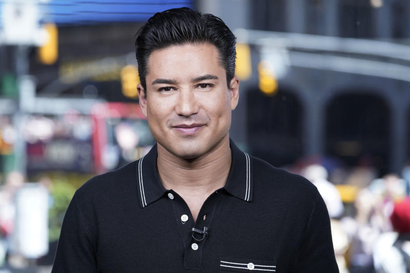 "NEW YORK, NEW YORK - MAY 16: Mario Lopez tapes ""Extra"" at The Levi's Store Times Square on May 16, 2019 in New York City. (Photo by John Lamparski/Getty Images)"