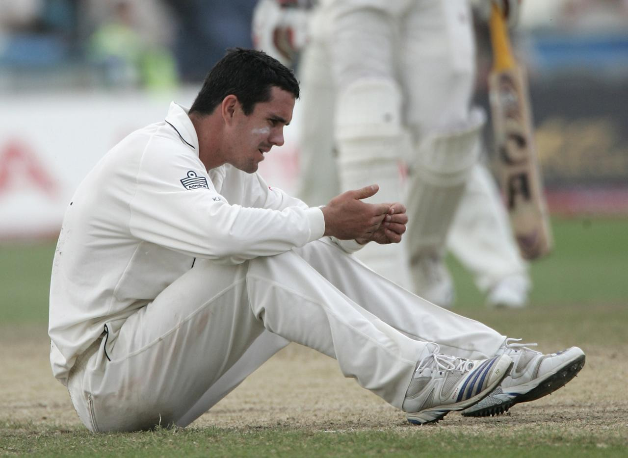 MANCHESTER, UNITED KINGDOM - JUNE 10:  Kevin Pietersen of England checks for damage to his hand during  day four of the Third npower Test Match between England and the West Indies at Old Trafford on June 10, 2007 in Manchester, England. (Photo by Julian Herbert/Getty Images)