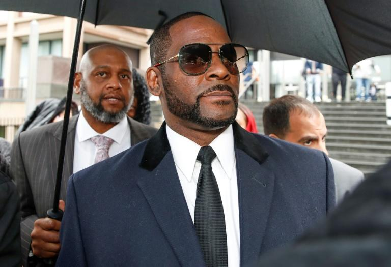 R. Kelly manager charged with threatening shooting against New York theater
