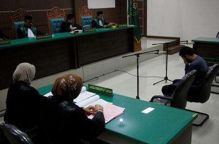 An Indonesian man sits in an Islamic court, one of the two men sentenced to 85 lashes of the cane for having sex together, in Banda Aceh, Aceh province, Indonesia May 17, 2017.  REUTERS/Junaidi Hanafiah