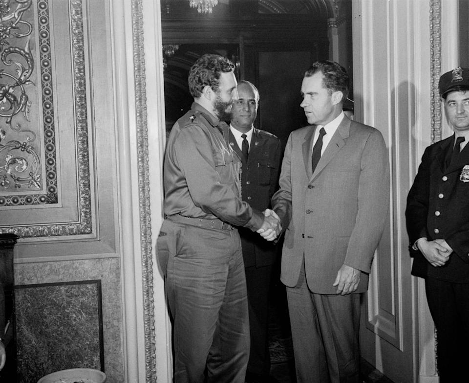 <p>Vice President Richard Nixon, right, shakes hands Cuba's leader Fidel Castro after a private meeting as they leave Nixon's office in Washington D.C. on April 19, 1959. (Photo: AP) </p>