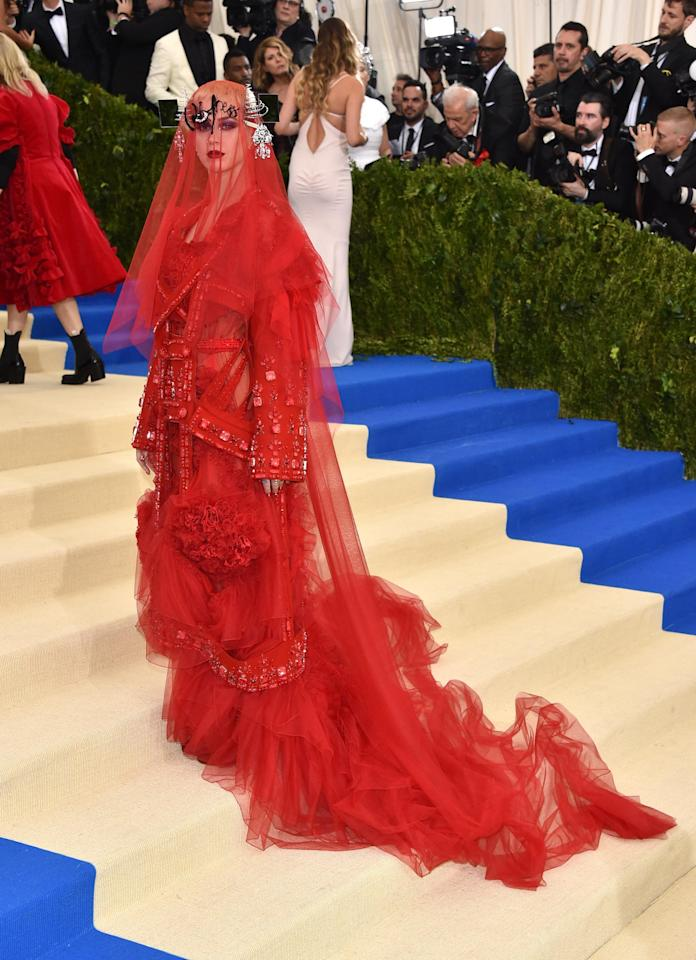 Katy created all kinds of fireworks for all the wrong reasons! Hideously draped in layers of red tulle and lace, the pop princess roared into the gala like a robotic kabuki Bride of Frankenstein destroying everything in her path!