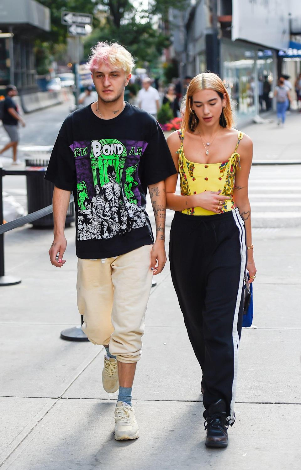 <p>Talk about summer chic! We love Anwar's graphic tee paired next to Dua's bandana-print top. </p>