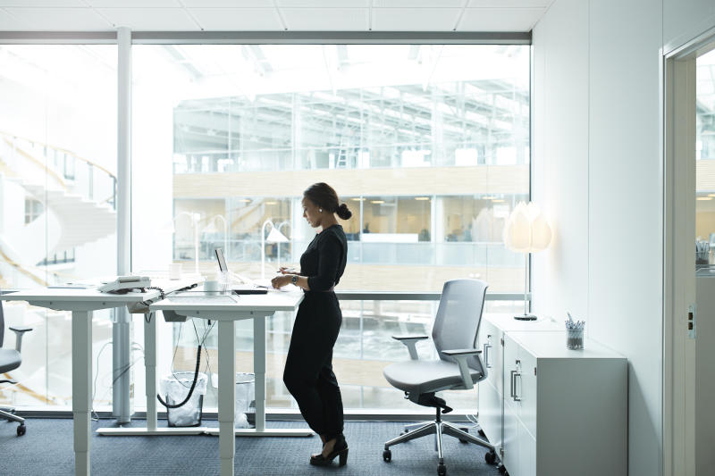Research suggests using standing desks burns 85 calories per day. (Getty)