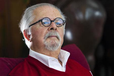 Colombian figurative artist Fernando Botero poses for a picture during an interview with Reuters in his New York apartment October 30, 2013. REUTERS/Eduardo Munoz