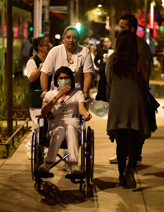 <p>A patient is evacuated from a hospital during a powerful earthquake in Mexico City on Feb. 16, 2018. (Photo: Pedro Pardo/AFP/Getty Images) </p>
