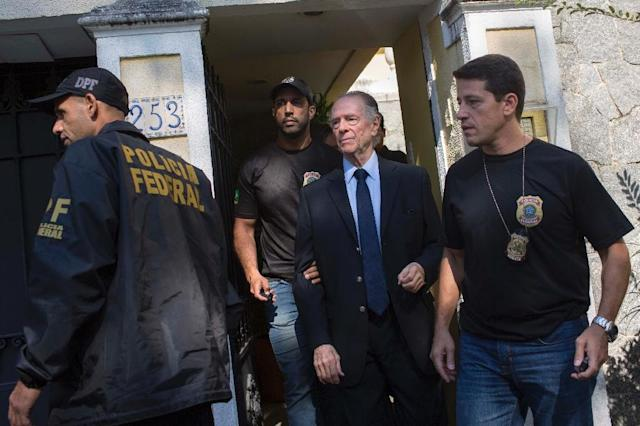 Brazilian police on October 5 arrested Brazil's Olympic Committee chief Carlos Nuzman (C) as part of a probe into alleged buying of votes to secure Rio's hosting of the 2016 Games (AFP Photo/Mauro PIMENTEL)