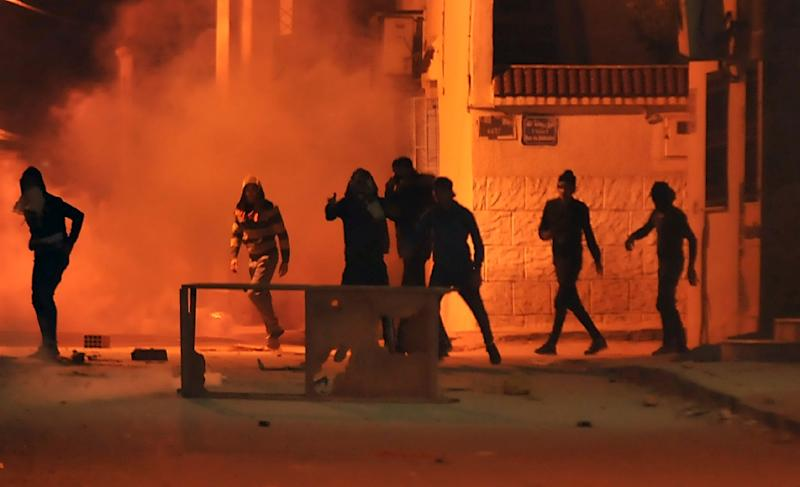 Tunisian protesters are seen in the Djebel Lahmer district of the capital Tunis early on January 10, 2018 in a second night of unrest driven by anger over austerity measures (AFP Photo/Sofiene HAMDAOUI)