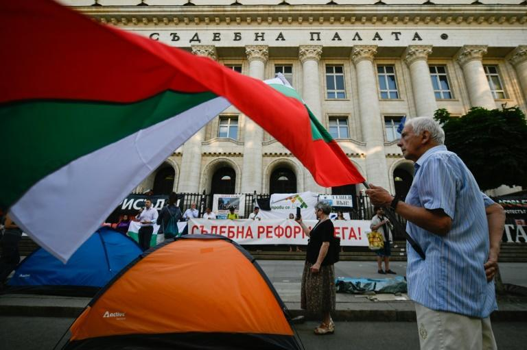 Bulgarians go to the polls on Sunday with the focus on rampant corruption and poor governance