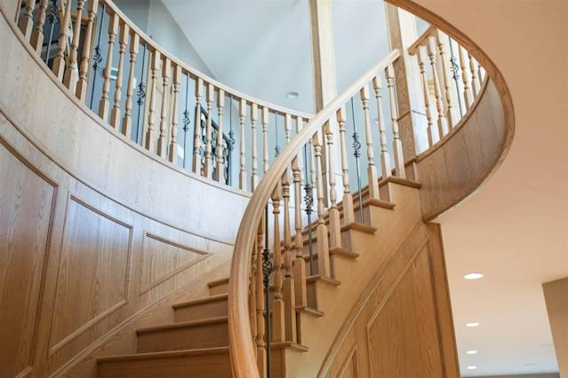 <p><span>15 Briarwood Way, Stony Plain, Alta.</span><br> The custom curved staircase makes for a grand entrance, and a luxurious feeling as you ascend to the master bedroom.<br> (Photo: Zoocasa) </p>