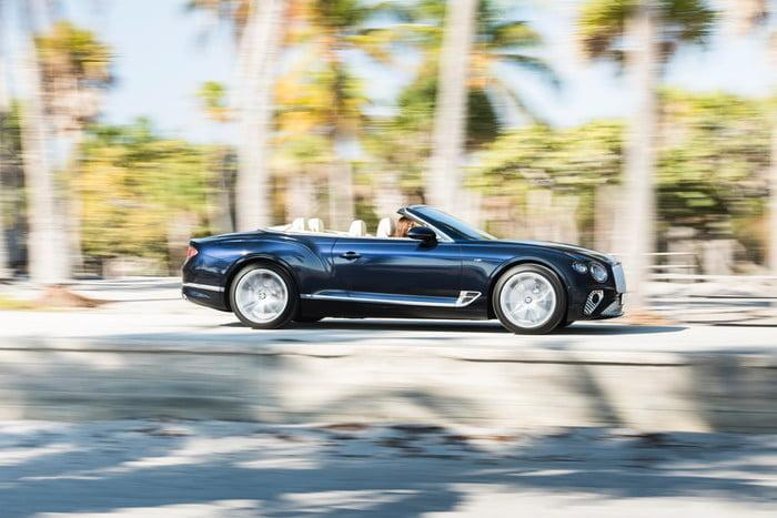 bentley continental gt v8 convertible 5 700x467 c