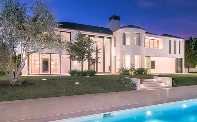 Kim kardashian west and kanye west sell minimalist bel air for Kanye west house address