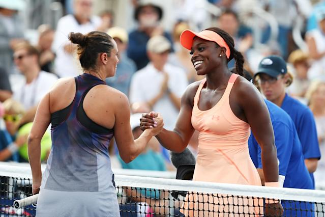<p>Roberta Vinci of Italy and Sloane Stephens of the United States shake hands after their first round Women's Singles match on Day One of the 2017 US Open at the USTA Billie Jean King National Tennis Center on August 28, 2017 in the Flushing neighborhood of the Queens borough of New York City. (Photo by Al Bello/Getty Images) </p>