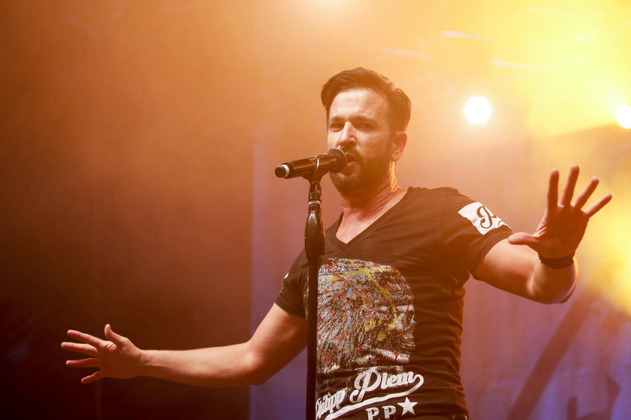 BERLIN, GERMANY - AUGUST 12: German singer Michael Wendler performs at the SchlagerOlymp Open Air Festival at Freizeit und Erholungspark Luebars on August 12, 2017 in Berlin, Germany. (Photo by Isa Foltin/Getty Images)