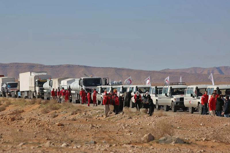 An aid convoy of the Red Crescent arrives at the Rukban desert camp for displaced Syrians along Syria's border with Jordan on February 06, 2019