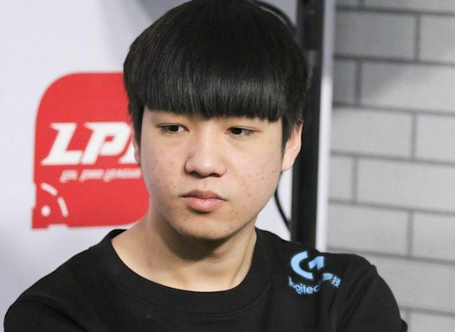 Letme is the top laner for RNG (Dionne Ng)