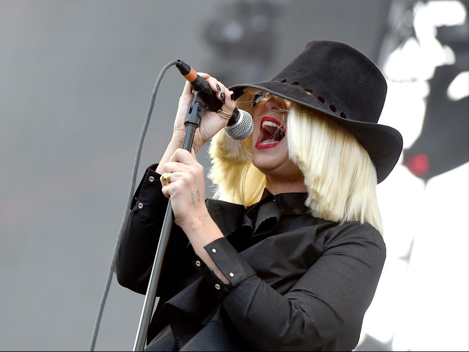 Sia performing in California, 2015 (Getty Images)