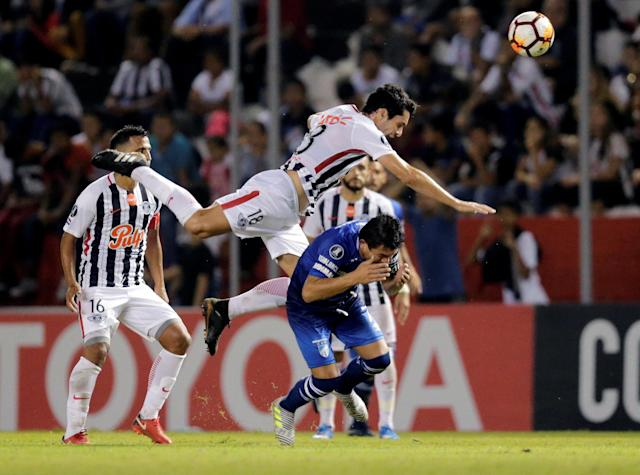 Soccer Football - Paraguay's Libertad v Argentina's Atletico Tucuman - Copa Libertadores - Nicolas Leoz Stadium, Asuncion, Paraguay - May 17, 2018 - Luis Rodriguez (R) of Atletico Tucuman's and Libertad's Cristian Riveros (top) in action. REUTERS/Jorge Adorno TPX IMAGES OF THE DAY