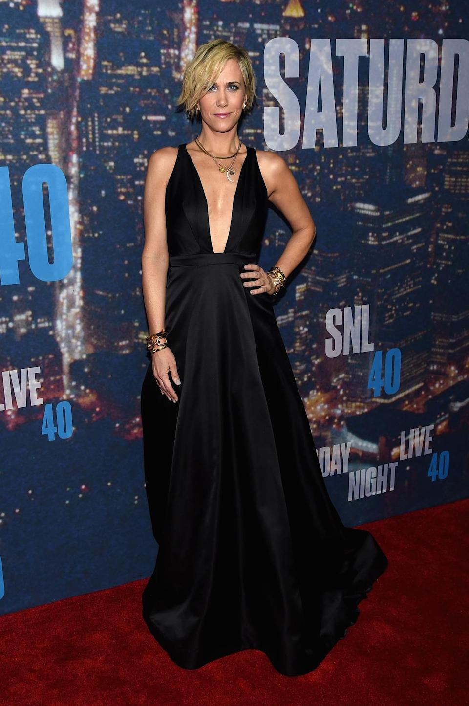 Kristen Wiig went full-on black tie in a plunging black dress with full skirt. Her ruffled up hair and bohemian accessories make the look a bit more casual.