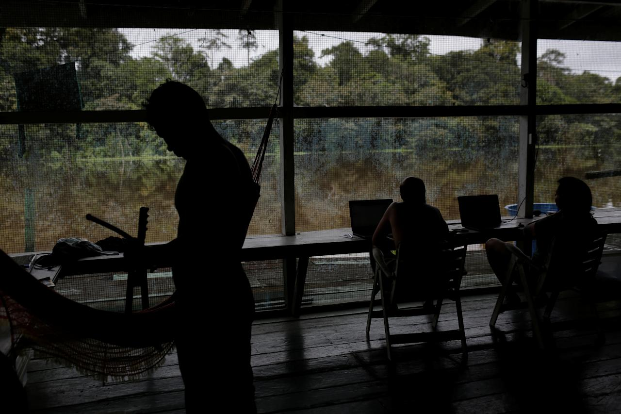 <p>A research team works at the floating research base of the Mamiraua Institute in the Mamiraua Sustainable Development Reserve in Uarini, Amazonas state, Brazil, March 7, 2018. (Photo: Bruno Kelly/Reuters) </p>