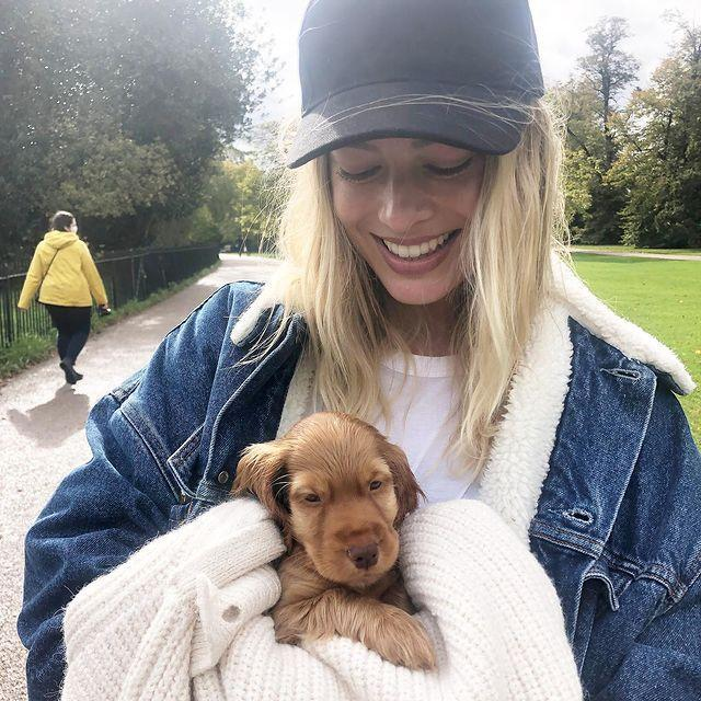 """<p>The Australian actress shared a photo of her adorable coffee-coloured puppy over the weekend on Instagram.</p><p>Robbie didn't reveal the name for her new pooch, but looks besotted, smiling down at the adorable spaniel which she shrouded in a blanket while on a walk. Too cute.</p><p><a href=""""https://www.instagram.com/p/CGc_PjQDXfW/"""" rel=""""nofollow noopener"""" target=""""_blank"""" data-ylk=""""slk:See the original post on Instagram"""" class=""""link rapid-noclick-resp"""">See the original post on Instagram</a></p>"""