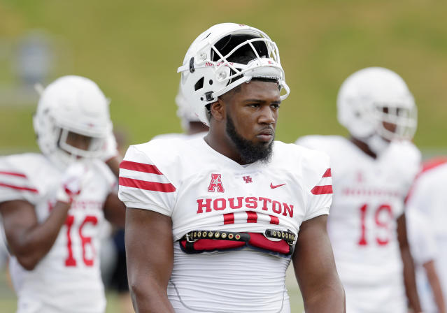 "<a class=""link rapid-noclick-resp"" href=""/ncaaf/players/266709/"" data-ylk=""slk:Ed Oliver"">Ed Oliver</a> is not the kind of person you want to rip a jacket off. (AP Photo)"