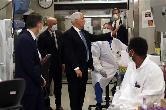 Vice President Mike Pence visits the molecular testing lab at Mayo Clinic (Jim Mone/AP)