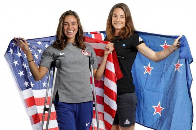 "New Zealand distance runner <a class=""link rapid-noclick-resp"" href=""/olympics/rio-2016/a/1218711/"" data-ylk=""slk:Nikki Hamblin"">Nikki Hamblin</a> and American runner <a class=""link rapid-noclick-resp"" href=""/olympics/rio-2016/a/1127131/"" data-ylk=""slk:Abbey D'Agostino"">Abbey D'Agostino</a> came last in their 5,000-meter heat Tuesday after they collided and fell midway through their race. (Getty)"