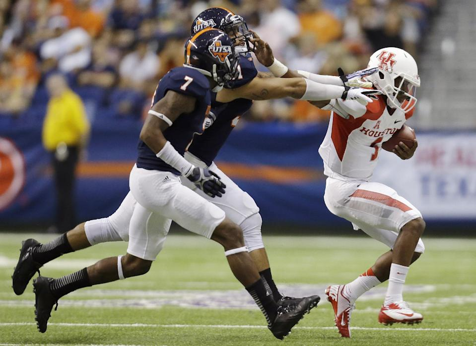 Houston's Greg Ward Jr. (1) is chased by Texas San Antonio defenders Triston Wade (7) and Joseph Lizacano, center, during the first half of an NCAA college football game, Saturday, Sept. 28, 2013, in San Antonio. (AP Photo/Eric Gay)