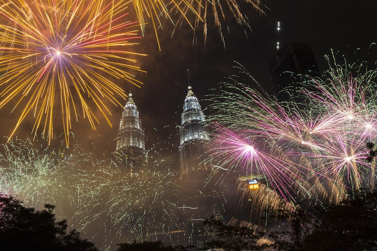 Fireworks light up the sky over Petronas Towers during New Year's celebrations in Kuala Lumpur, Malaysia on December 31, 2017. (Photo: Anadolu Agency via Getty Images)