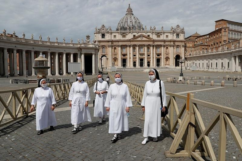 Vatican, Italy Resume Public Church Services as Lockdown Eases