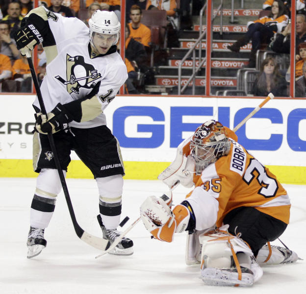Pittsburgh Penguins' Chris Kunitz, left, tries to get a shot past Philadelphia Flyers' Sergei Bobrovsky, of Russia, in the second period of Game 4 in a first-round NHL Stanley Cup playoffs hockey series on Wednesday, April 18, 2012, in Philadelphia. (AP Photo/Matt Slocum)