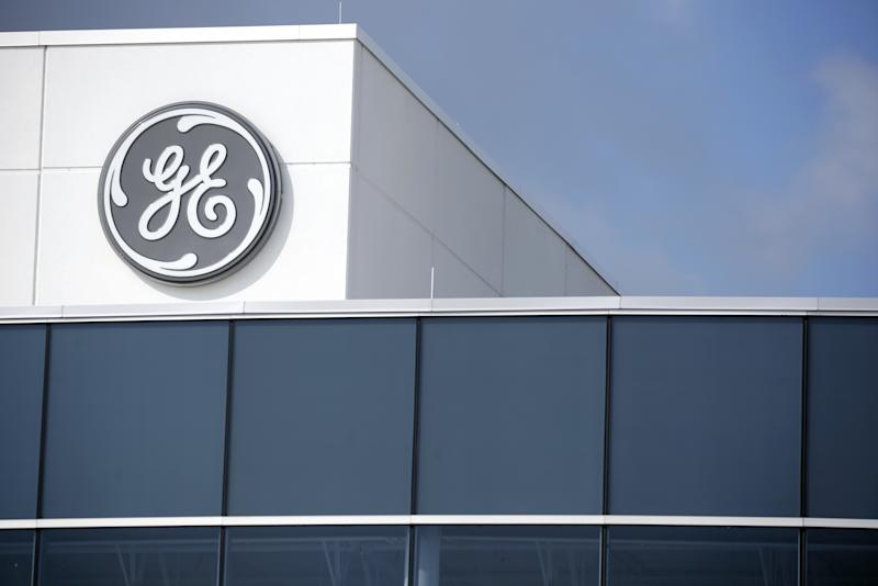 General Electric Plummets 11% for Worst Loss in 11 Years
