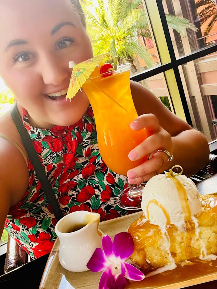carly eating and drinking at the polynesian resort lounge disney world