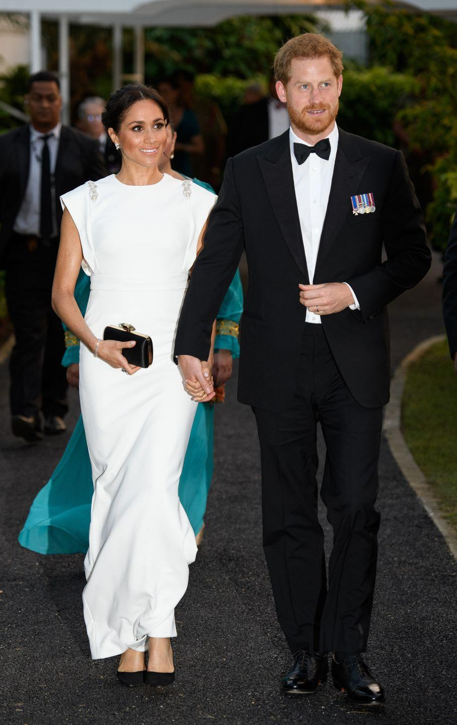 <p>The couple looked a million dollars as they walked hand-in-hand to the Consular House in NukuÕalofa, Tonga for an official dinner during their royal tour. </p>