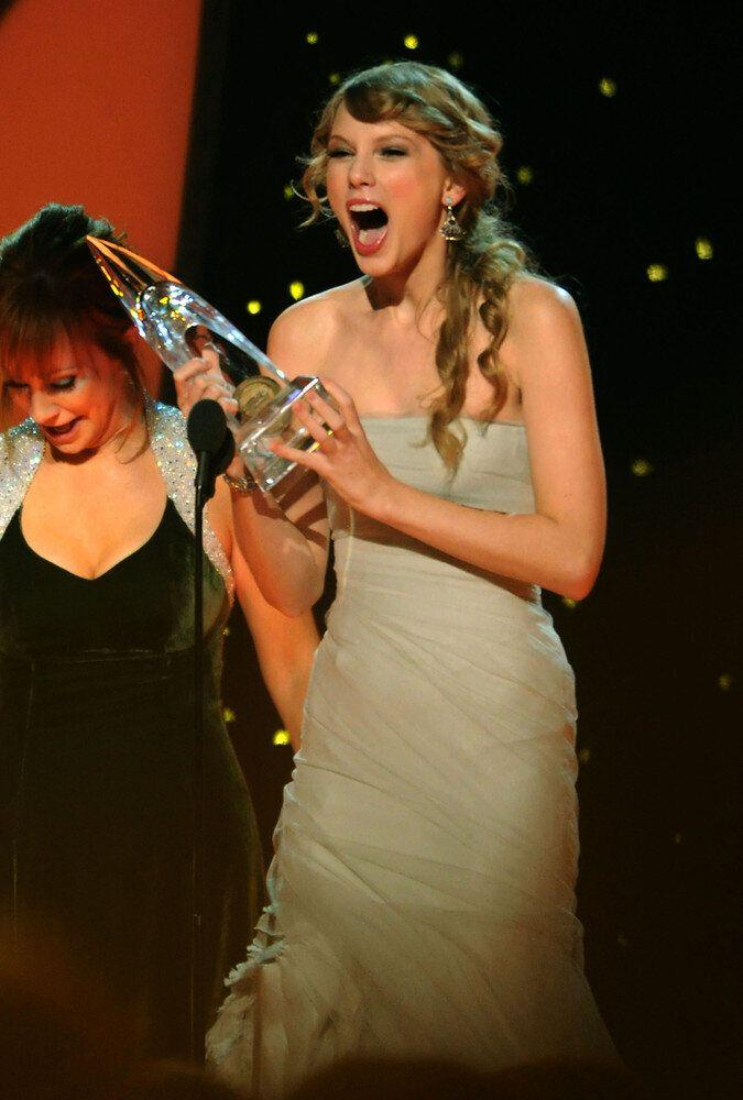 We love watching Taylor at awards shows -- the expressions of pure joy and excitement on her face are so infectious that we can't help but smile.