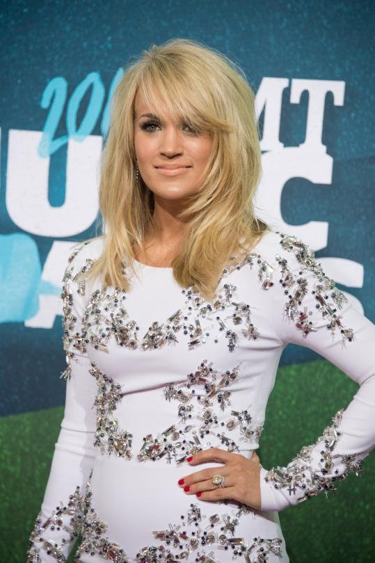 Carrie Underwood Breaks Into Car After Locking 4 Month Old