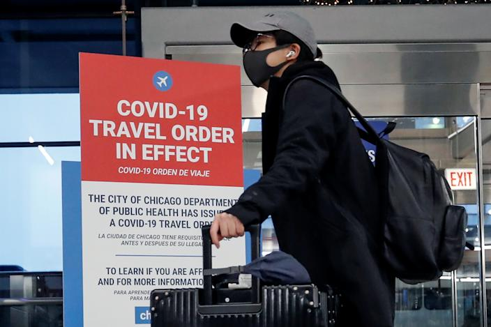 A traveler passes through O'Hare International Airport  ahead of the Thanksgiving holiday during the coronavirus disease (COVID-19) pandemic, in Chicago, Illinois, U.S. November 25, 2020. (Kamil Krzaczynski/Reuters)