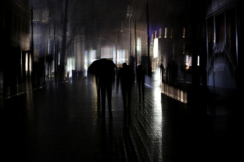 A man walks with an umbrella during a power outage in the Crimean city of Simferopol, on December 26, 2014 (AFP Photo/Max Vetrov)