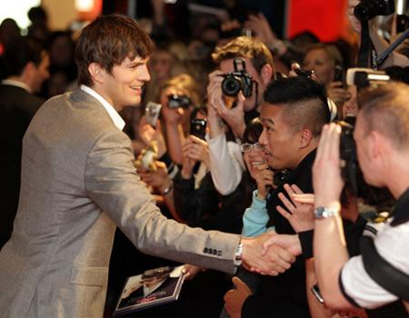 "<p>Ashton Kutcher visited Sydney this weekend for the premiere of his latest action-comedy flick ""The Killers,"" co-starring Katherine Heigl. Here Ashton meets fans at the ""Killers"" premiere at Event Cinemas George Street on July 18, 2010 in Sydney, Australia.</p>"