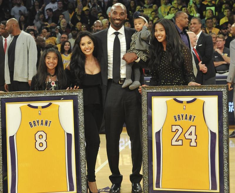 Kobe Bryant, 4 others killed in California chopper crash