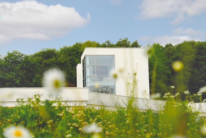 <p>The main bedrooms are encased in this relatively small above-ground volume.</p>