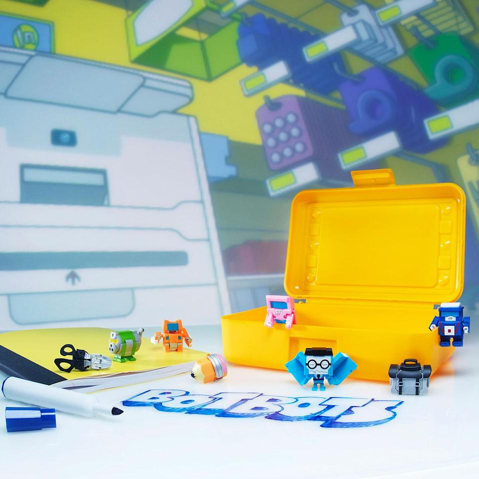 Backpack Bunch: Hidden inside each TRANSFORMERS BOTBOTS blind bag is a little mystery figure with a big personality! Collectable BOTBOTS figures are around 1-inch tall and change from totally normal stuff to little robots in 3 to 5 easy steps. (Hasbro)