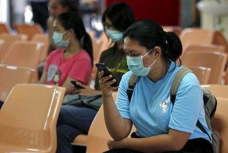 People wear masks to prevent contracting Middle East Respiratory Syndrome (MERS) at the Bamrasnaradura Infectious Diseases Institute in Nonthaburi province, on the outskirts of Bangkok, Thailand, June 19, 2015. REUTERS/Chaiwat Subprasom