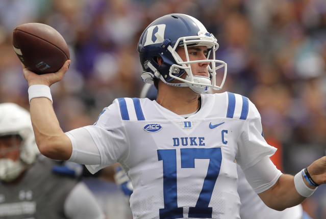"Duke's <a class=""link rapid-noclick-resp"" href=""/ncaaf/players/255217/"" data-ylk=""slk:Daniel Jones"">Daniel Jones</a> makes a pass against Northwestern during the first half of an NCAA college football game Saturday, Sept. 8, 2018, in Evanston, Ill. (AP Photo/Jim Young)"