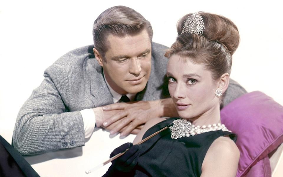 George Peppard and Audrey Hepburn on the set of Breakfast at Tiffany's (1961) - Corbis Historical