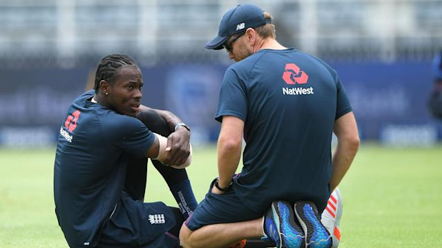 Jofra Archer was troubled by his elbow in the warm-up for the fourth Test, so Chris Woakes returns as Beuran Hendricks makes his Test bow.